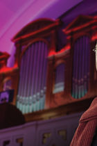 Играет Хансйорг Альбрехт, орган (Германия).